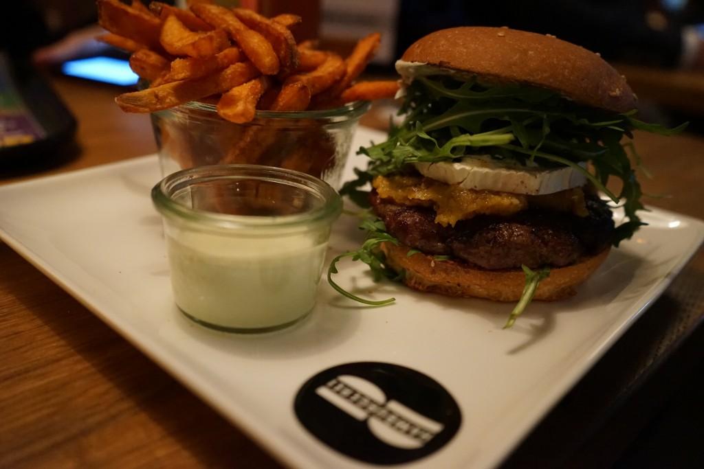 Burger_Restaurant_Hamburgerei_Food_Munich_Essen_Lifestyle16
