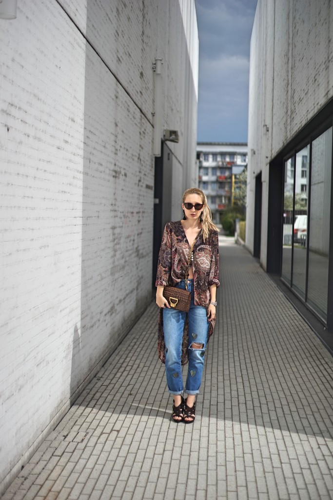 Fashion_Denim_Mom_Jeans_Spring_Outfit_Blouse1