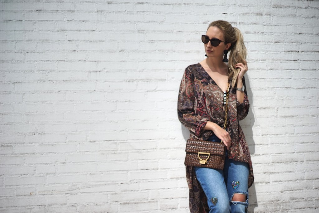 Fashion_Denim_Mom_Jeans_Spring_Outfit_Blouse4