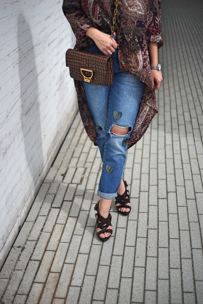 Fashion_Denim_Mom_Jeans_Spring_Outfit_Blouse7