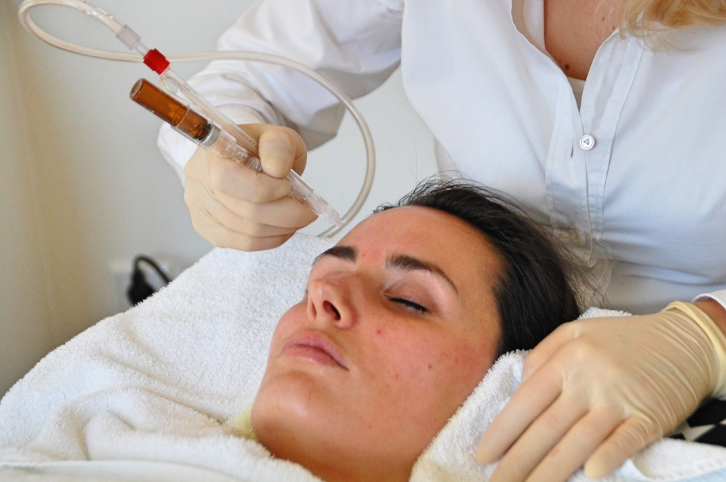 JetPeel_Beauty_Behandlung_Treatment_Hyaloronsäure_Faltenreduktion_Akne10