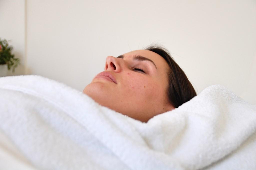 JetPeel_Beauty_Behandlung_Treatment_Hyaloronsäure_Faltenreduktion_Akne7