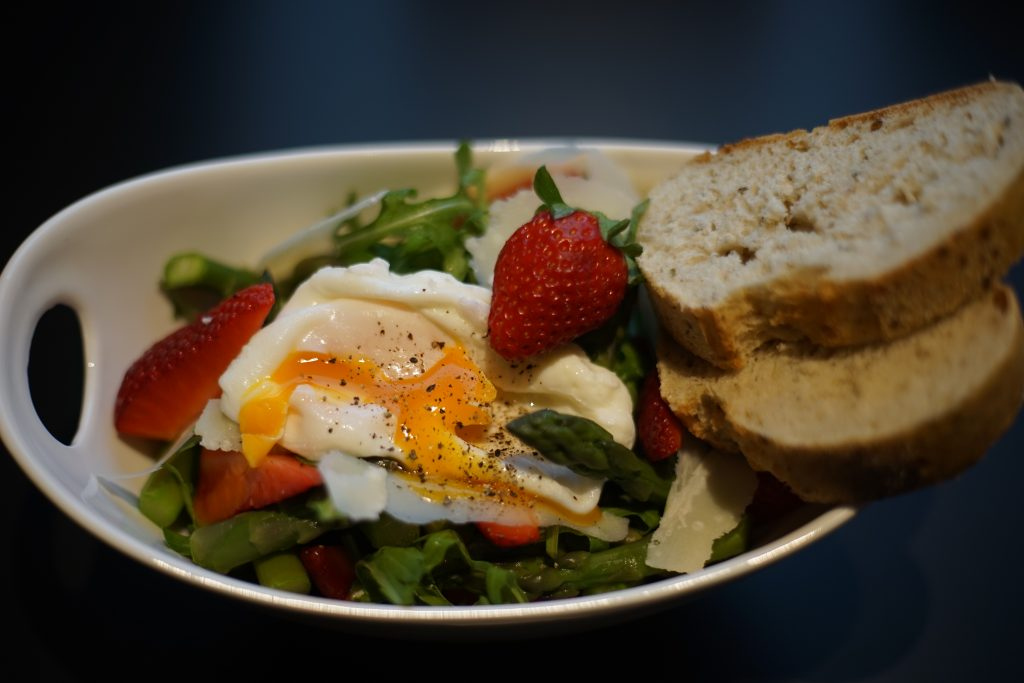Spargel_Erdbeer_Salat_Rezept_Kueche_Food_Fruehlingskueche_Kulinarik_Spargelsalat6