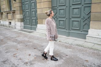 Fake_Fur_Fringe_Denim_Outfit_Fashion_Fall_Winter7.jpg