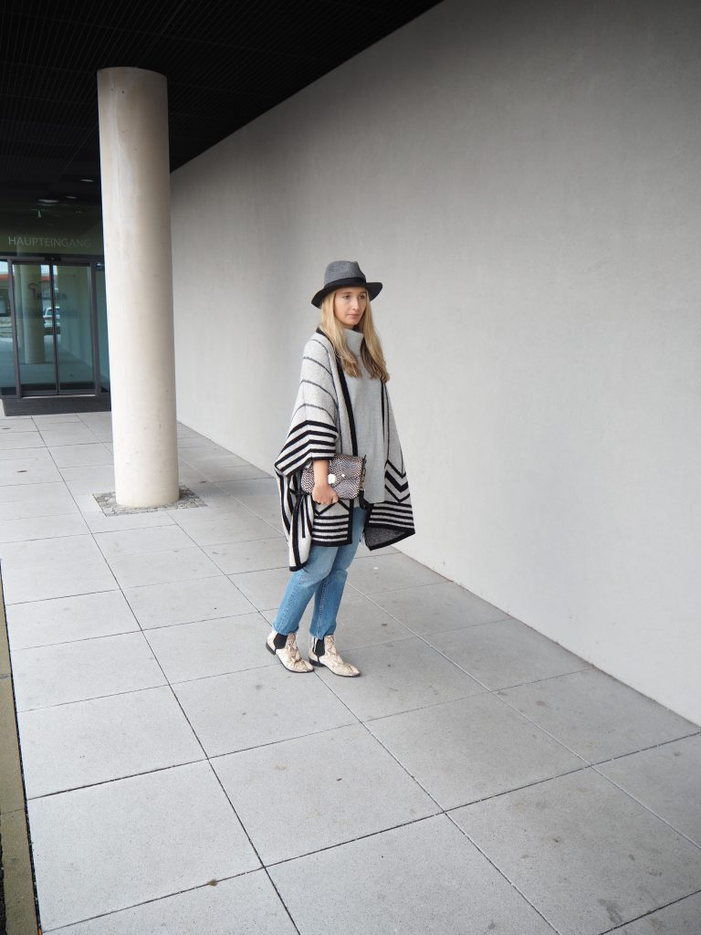 Poncho_Knit_Trend_Fashion_Fall_Denim10.jpg