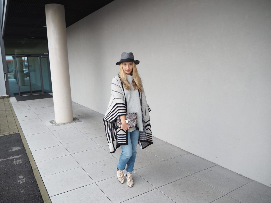 Poncho_Knit_Trend_Fashion_Fall_Denim13.jpg