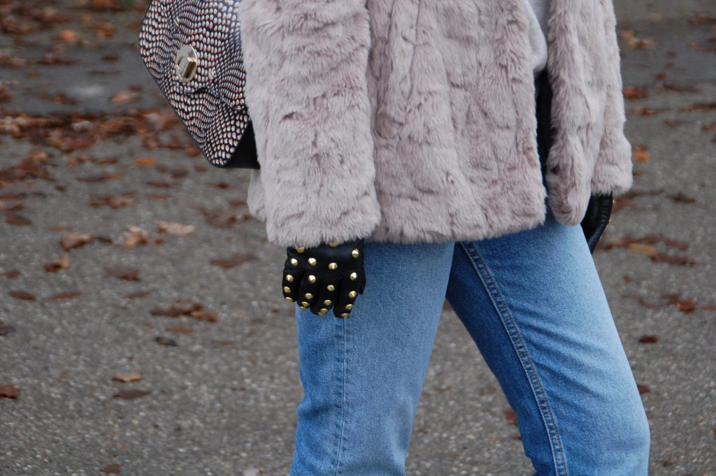 Fake_Fur_Denim_Casual_Look_Outfit_Volants_1