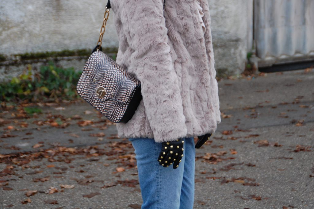 Fake_Fur_Denim_Casual_Look_Outfit_Volants_2