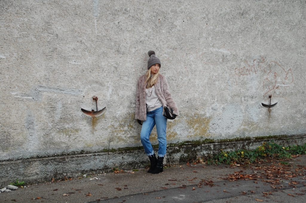 Fake_Fur_Denim_Casual_Look_Outfit_Volants_5