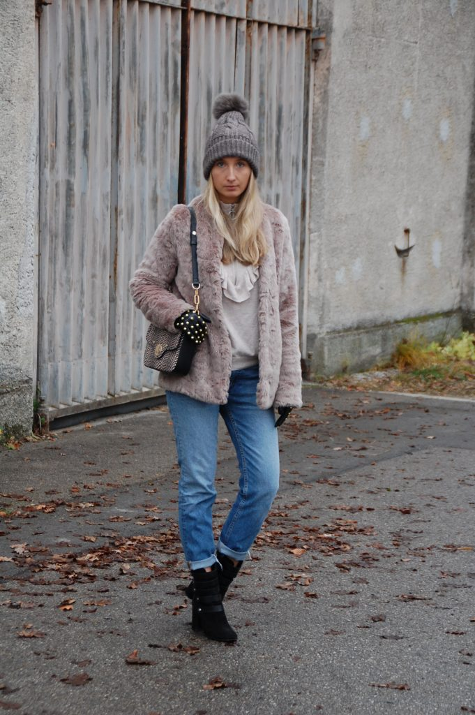 Fake_Fur_Denim_Casual_Look_Outfit_Volants_7