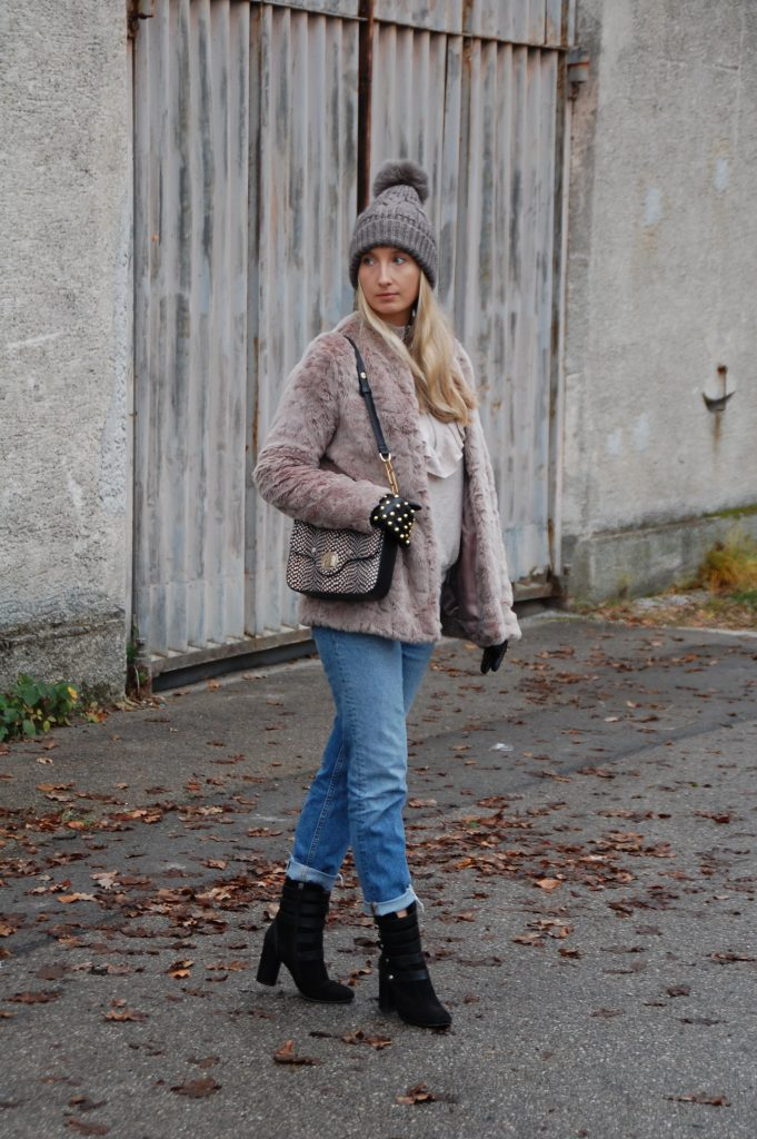 Fake_Fur_Denim_Casual_Look_Outfit_Volants_8