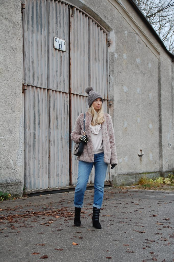 Fake_Fur_Denim_Casual_Look_Outfit_Volants_9