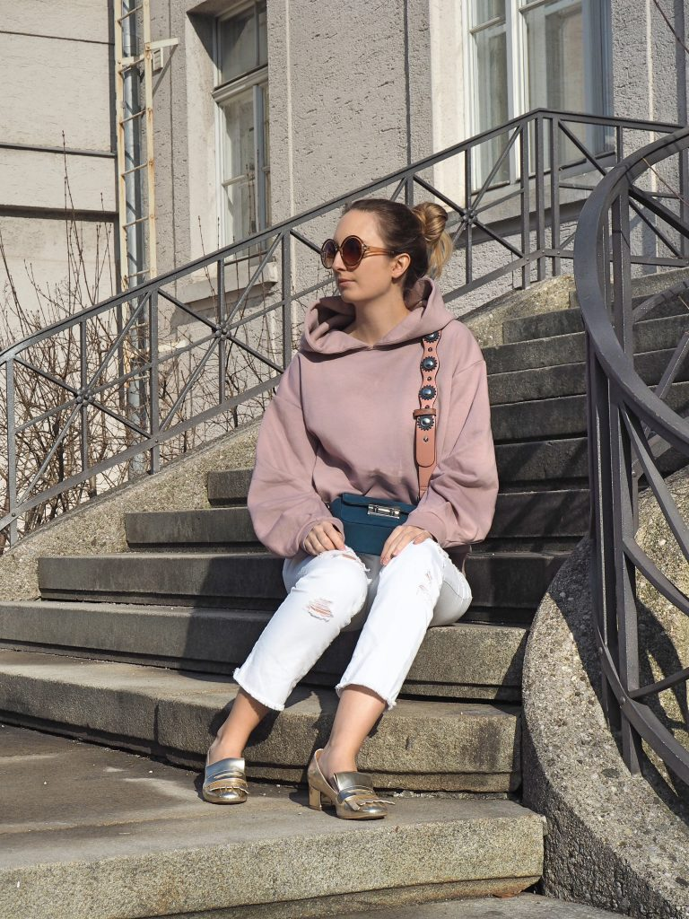 Hoodie_Statement_Sweater_Fashion_Challenge_Who_Is_Mocca_Outfit_Style4