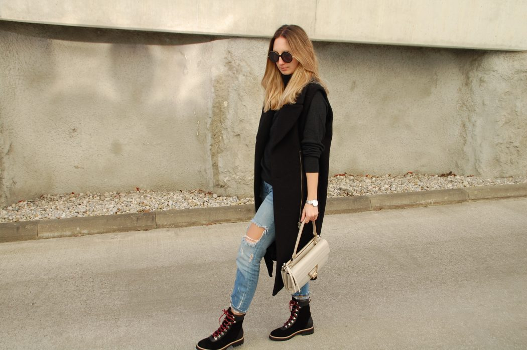 Winterlicher Look mit Long Vest, Cropped Denim und Hiking Boots
