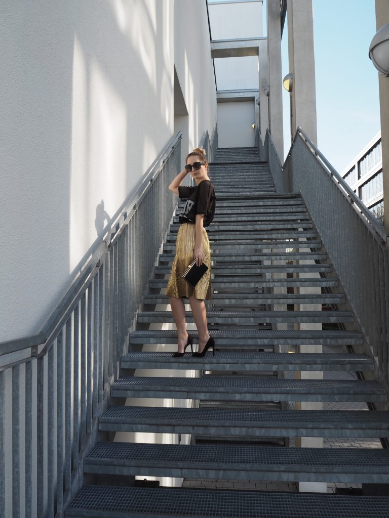 Golden_Pleated_Skirt_Goldener_Plisseerock_Fashionblog_Styleblog_Outfit10.jpg