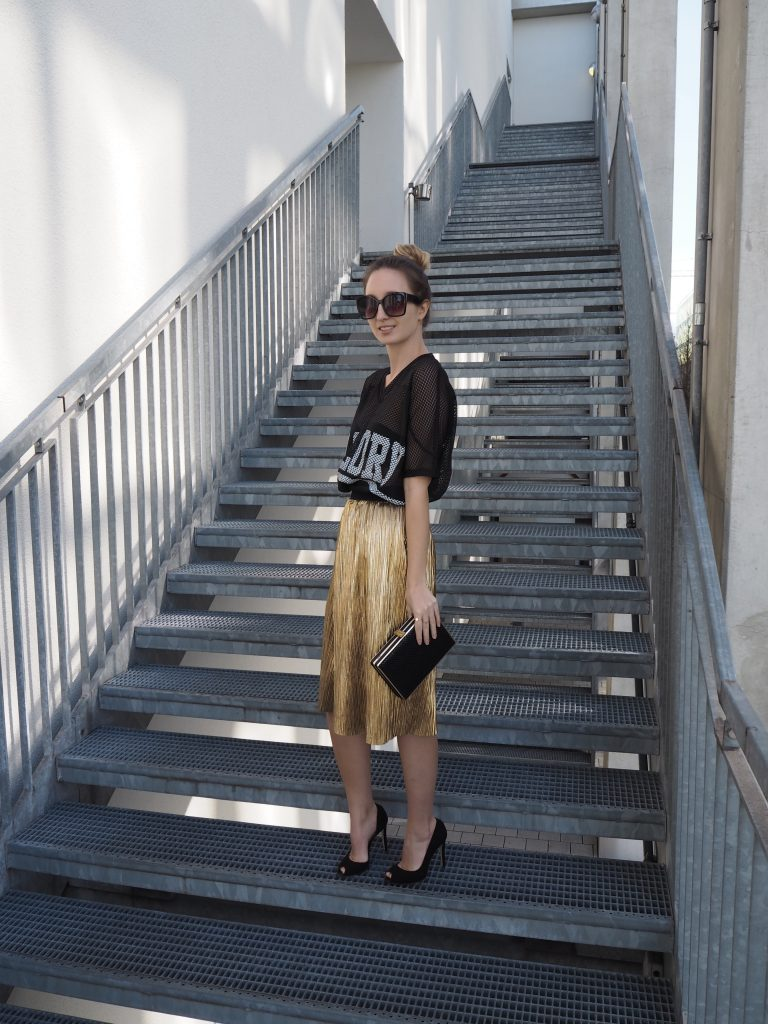 Golden_Pleated_Skirt_Goldener_Plisseerock_Fashionblog_Styleblog_Outfit2.jpg
