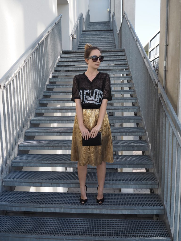 Golden_Pleated_Skirt_Goldener_Plisseerock_Fashionblog_Styleblog_Outfit3.jpg