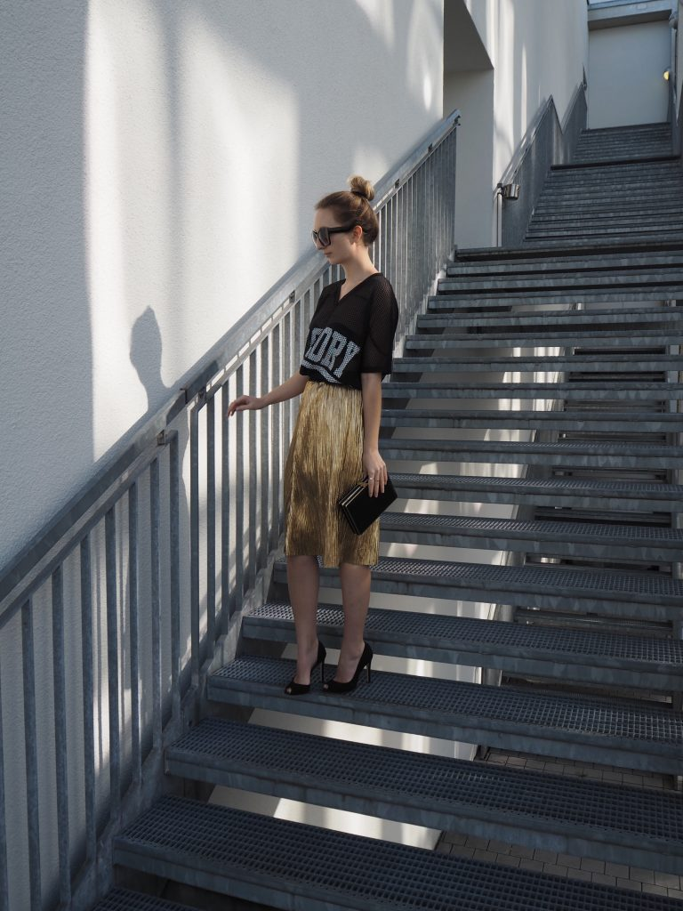 Golden_Pleated_Skirt_Goldener_Plisseerock_Fashionblog_Styleblog_Outfit5.jpg