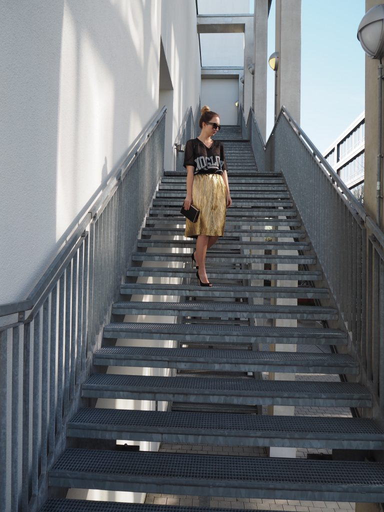 Golden_Pleated_Skirt_Goldener_Plisseerock_Fashionblog_Styleblog_Outfit8.jpg