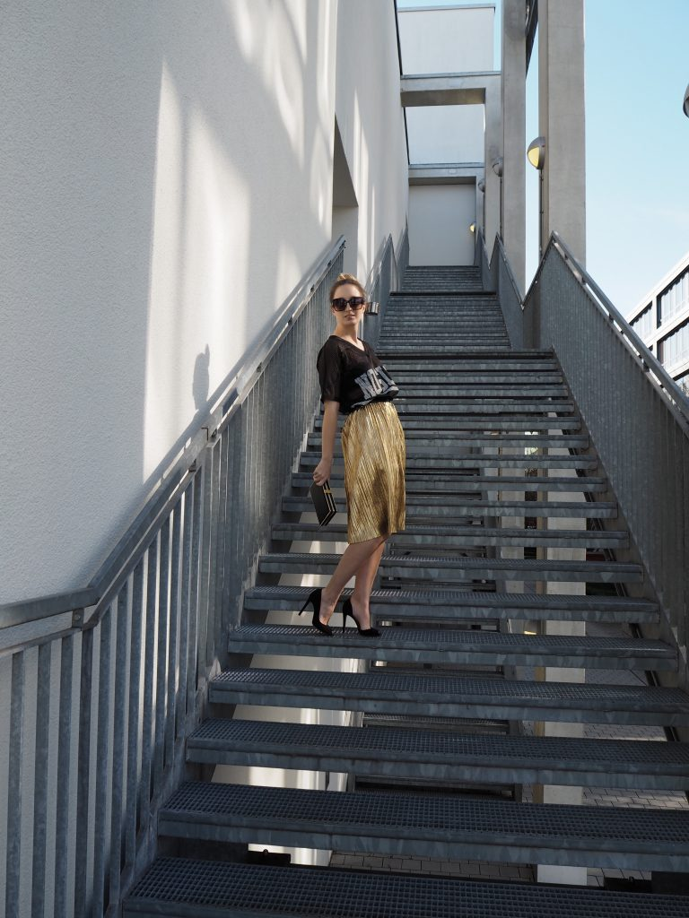 Golden_Pleated_Skirt_Goldener_Plisseerock_Fashionblog_Styleblog_Outfit9.jpg