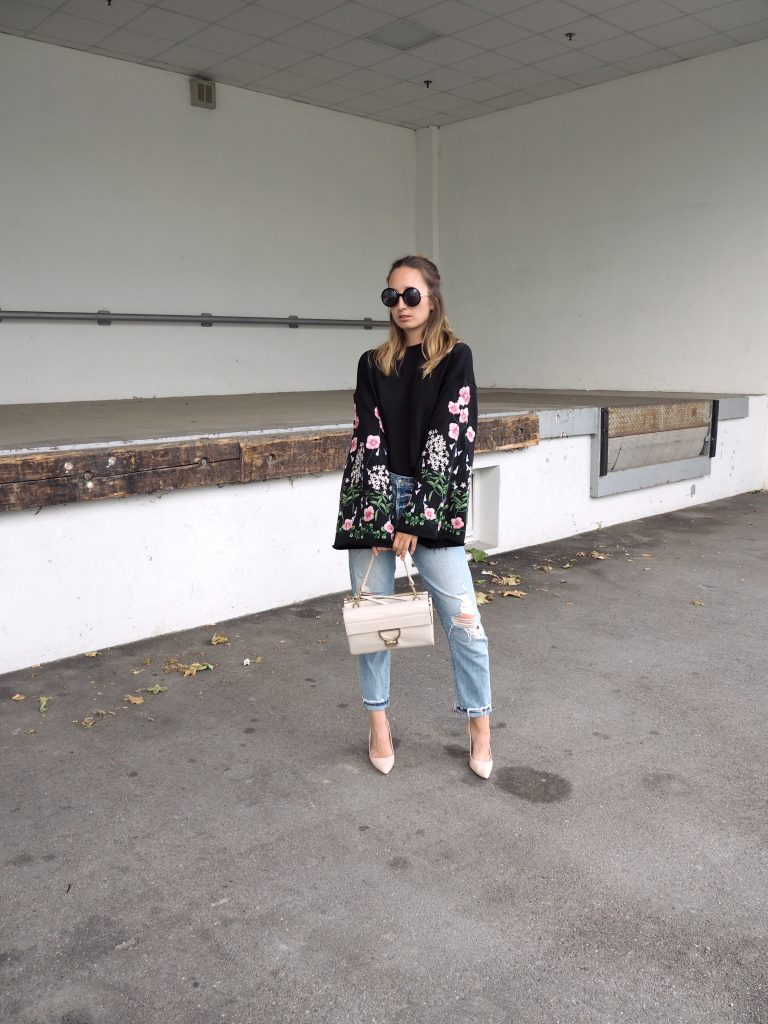 Sweater_Floral_Print_Glockenaermel_Summer_Trend_Sommersale10.jpg