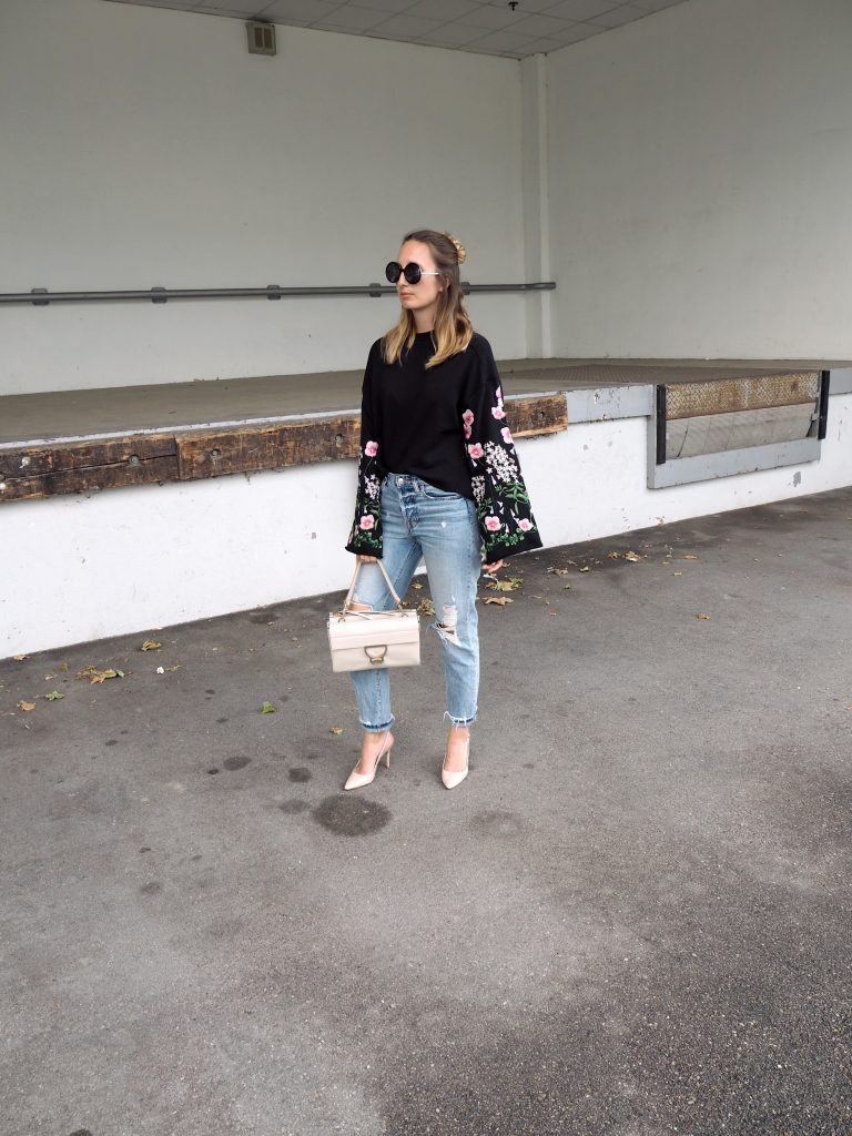 Sweater_Floral_Print_Glockenaermel_Summer_Trend_Sommersale13.jpg