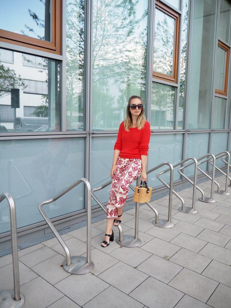 Streetstyle Look mit der Trendfarbe Rot 2017 Monaco Matz