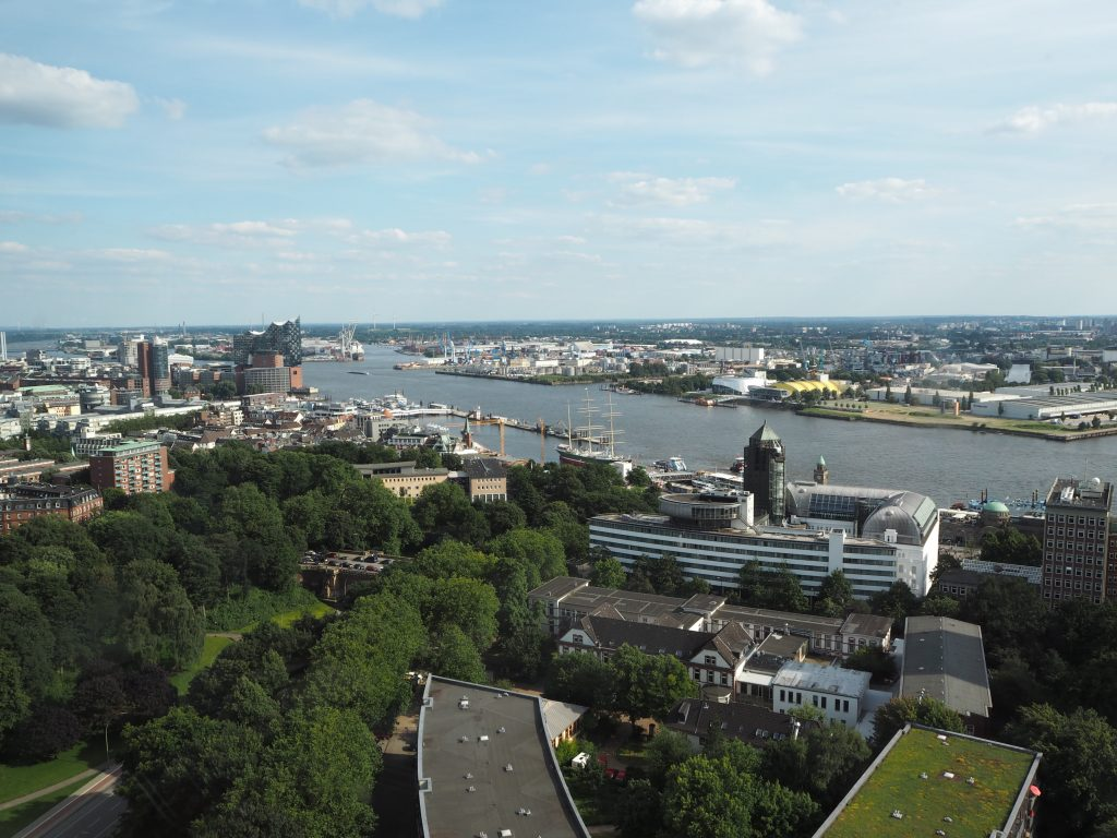 Ausblick aus dem Restaurant Clouds Heaven's Bar & Kitchen in Hamburg